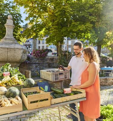 Producteurs locaux sur le marché de Pontrieux ©Alexandre Lamoureux