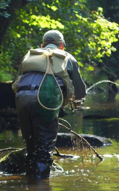 Pêche à la mouche dans le Léguer ©Jimmy Dorey