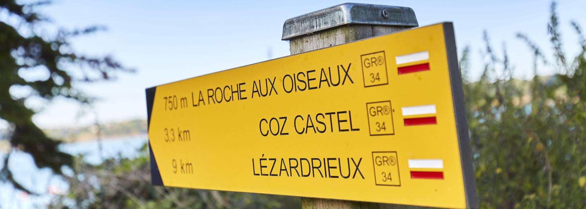 Panneau indicateur sur le GR34, le sentier des douaniers ©Alexandre Lamoureux