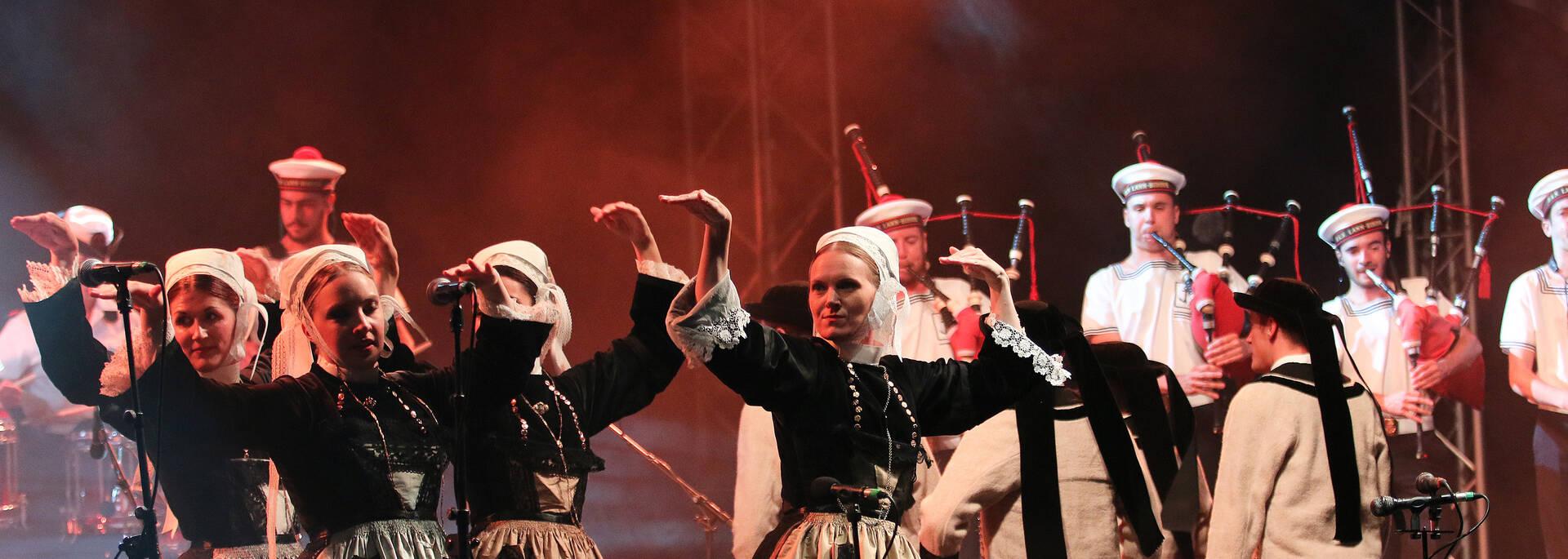 Danses bretonnes au festival de la St Loup ©P. Le Coz