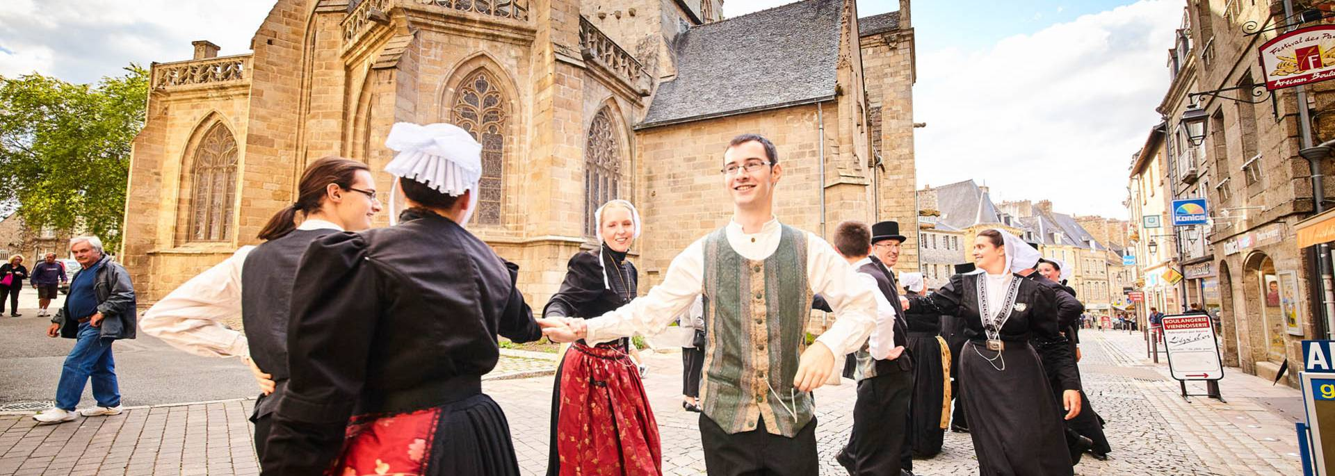 La Dérobée pendant le Festival de la St Loup à Guingamp ©A. Lamoureux