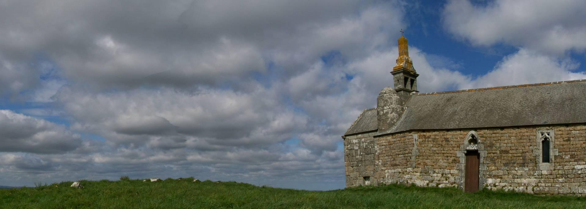 Chapelle Saint Hervé au sommet du Menez Bré à Pédernec ©J. Dorey