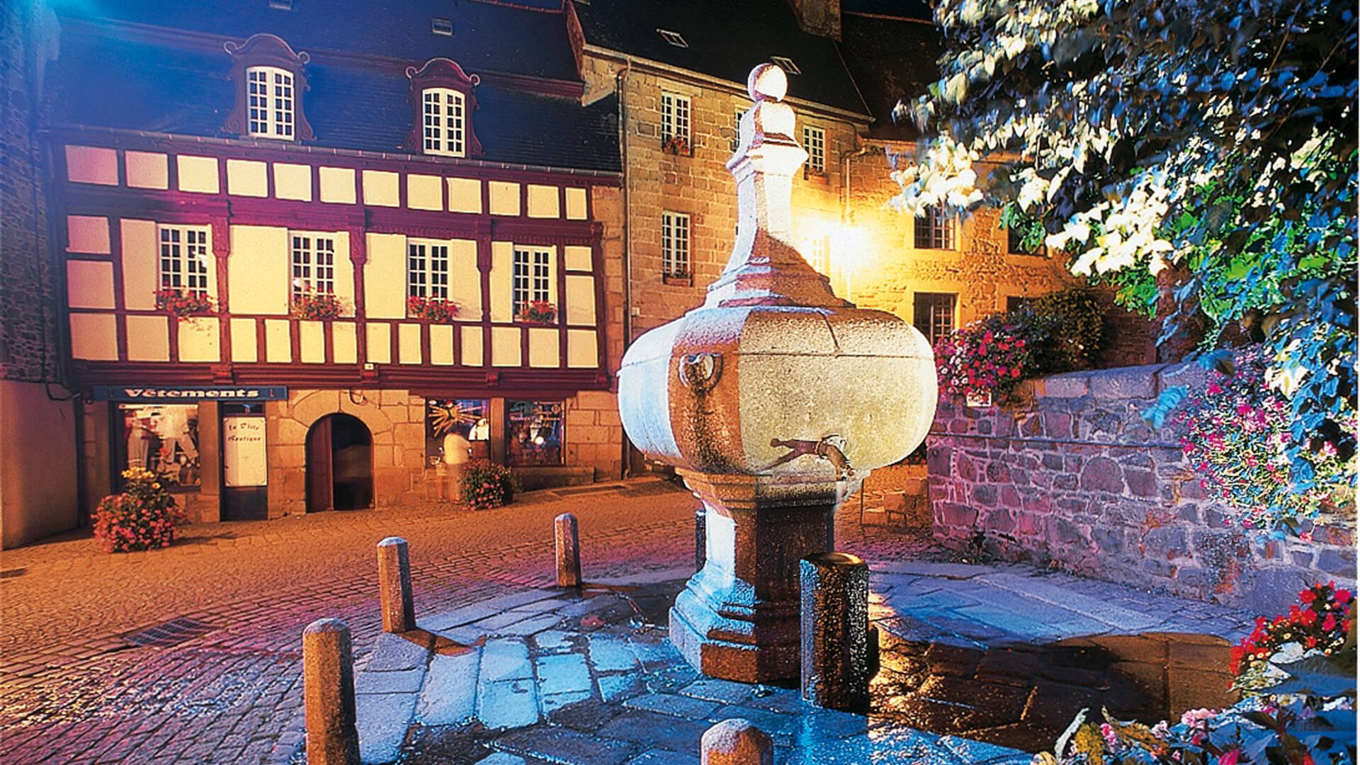 Fontaine La Plomée à Pontrieux sous le parcours lumière ©F. Hamon